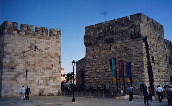 Jaffa Gate to old Jerusalem.    Click to go back.